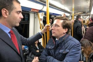 José Luis Martínez-Almeida(PP) llega en Metro a Fitur con el alcalde de Almería tras los bloqueos por los taxistas