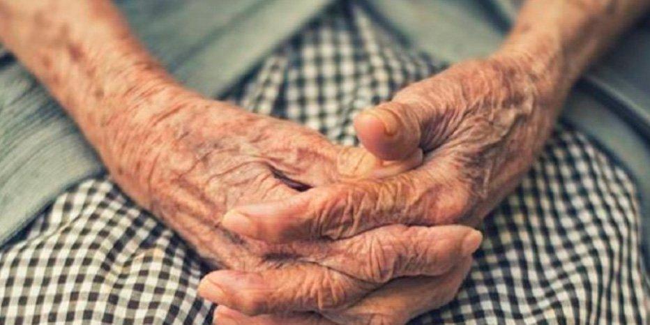 Una cuidadora pega una brutal paliza a una anciana de 97 años 'porque no se portaba bien'