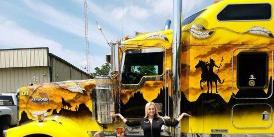 Angélica Larsson, la camionera más sexy de la carretera
