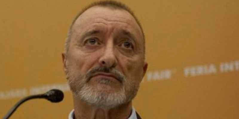 """Arturo Pérez-Reverte: """"No sea simple. No es lo mismo vender que venderse"""""""