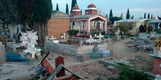 México: Celebraban el cumpleaños de un muerto en su tumba y terminaron asesinados a tiros en el panteón