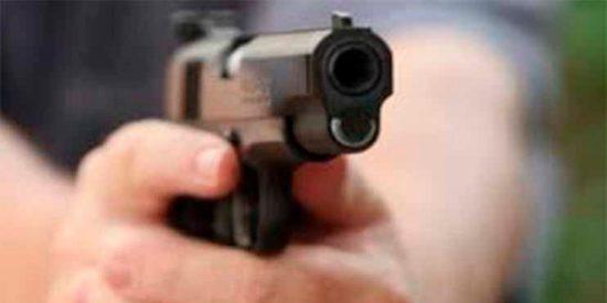Un niño dispara accidentalmente a la cabeza de su tío mientras cazaban ardillas