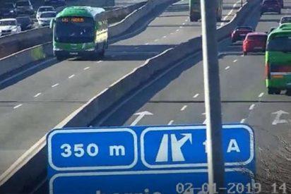 Este autobús con pasajeros recorre 11 km en sentido contrario por la A-6
