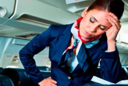 Muere en pleno vuelo y los pasajeros pasan dos horas con el cadáver a bordo