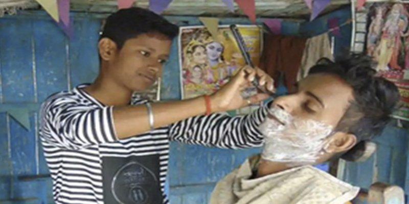 Estas hermanas en la India simularon ser hombres para mantener abierta una barbería familiar