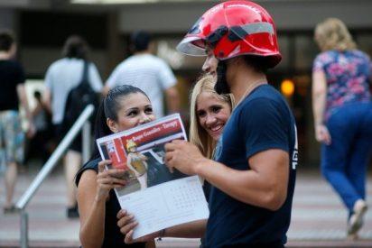 Bomberos posan desnudos en Paraguay para recaudar fondos