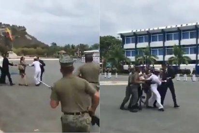 Ecuador: Una cadete intenta escapar del Ejército en plena ceremonia de inicio