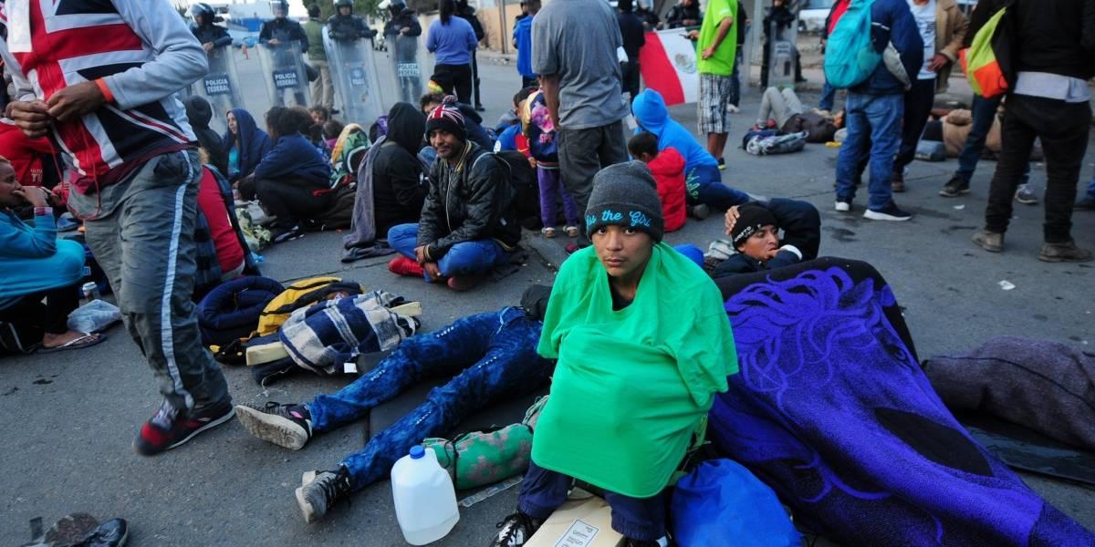 Condenan a cuatro mujeres por dejar agua para los inmigrantes en el desierto de México