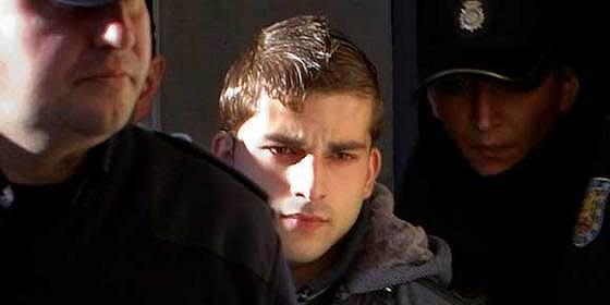 El cobarde de Carcaño interpresa el papel de preso 'modélico' y hasta participa en misa para convencer al juez