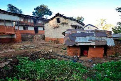 Una mujer y sus dos hijos mueren en Nepal por una tradición que les prohibe dormir en casa con la regla