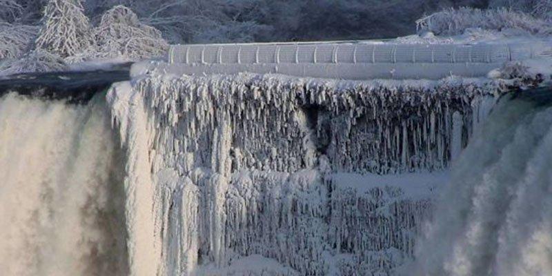 Las cataratas del Niágara se han congelado por el aire polar
