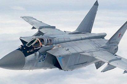 El impresionante vídeo de cazas MiG-31 rusos 'combatiendo' en la estratosfera a velocidades supersónicas