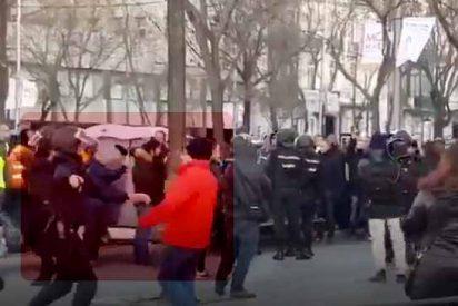 Terrible 'pillada' al taxista que imita al peor Neymar en medio de las protestas