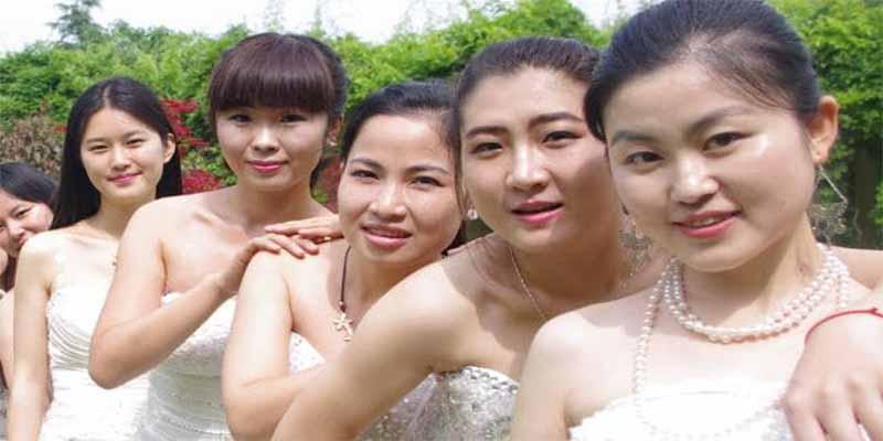 """¿Por qué las empresas en China otorgan """"permisos para citas"""" a trabajadoras solteras de más de 30 años?"""
