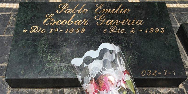 La vida del británico que se convirtió en una pesadilla tras esnifar cocaína sobre la tumba de Escobar