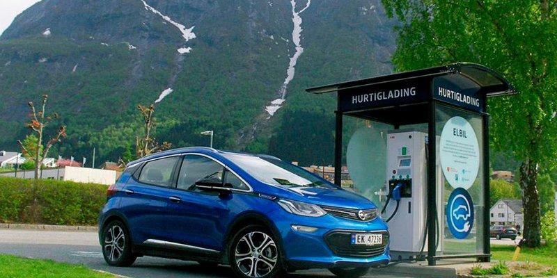 ¿Sabes en qué países es más caro y más barato cargar un coche eléctrico?