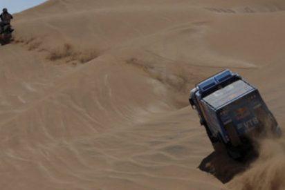 Este piloto de camiones del Dakar atropella a un espectador y no se detiene a prestarle auxilio