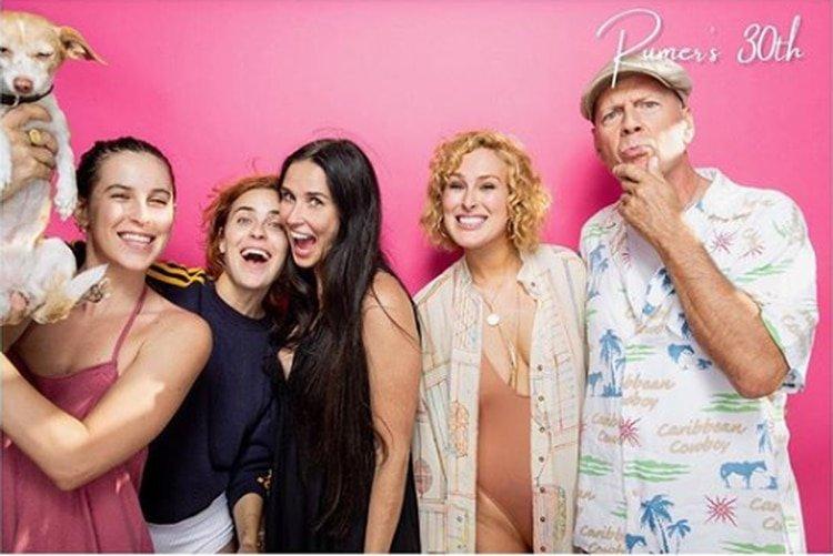 Bruce Willis logra que sus 5 hijas posen juntas para una inusual foto