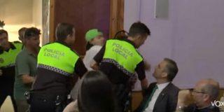 El vídeo oculto de los endemoniados catabatasunos andaluces dando hostias a Ortega Smith en un pleno