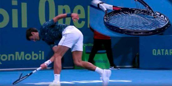 El humilde gesto de Djokovic, tras la chulería de romper la raqueta, cautiva al público