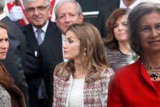 Doña Sofía y la infanta Elena dejan en mal lugar a la reina Letizia en público
