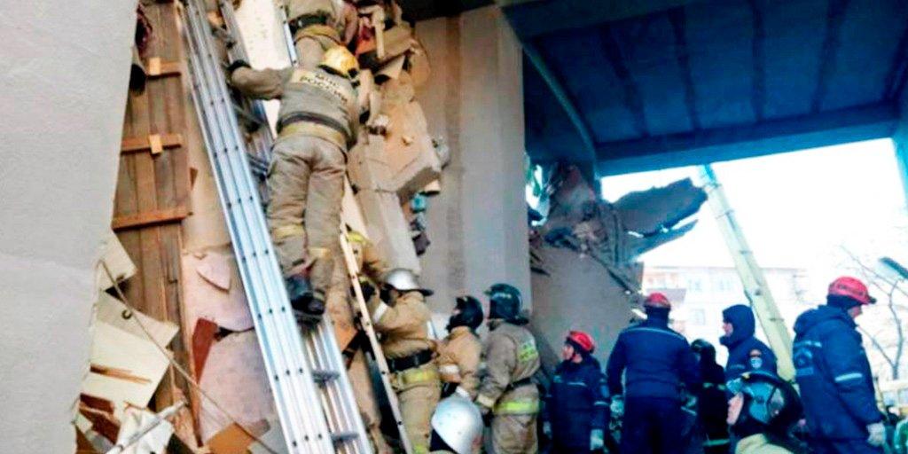 Asciende ya a 22 los muertos tras el derrumbe de un edificio en Rusia