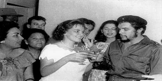 """La viuda del Ché Guevara ve en los fusilamientos """"actos legítimos de justicia revolucionaria"""""""