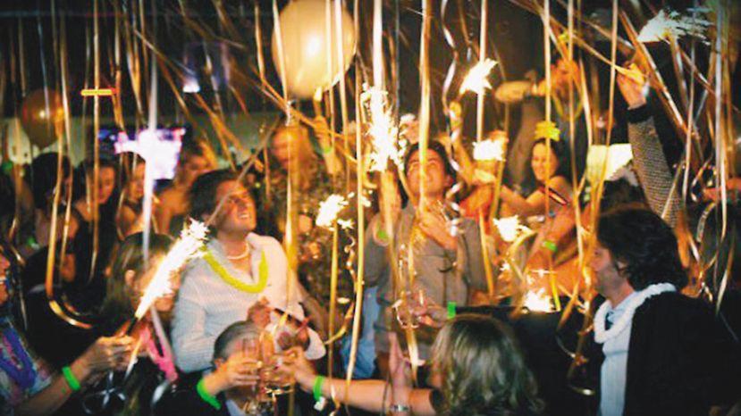 Vìdeo: Una 'cobra' en una fiesta de fin de año se vuelve viral