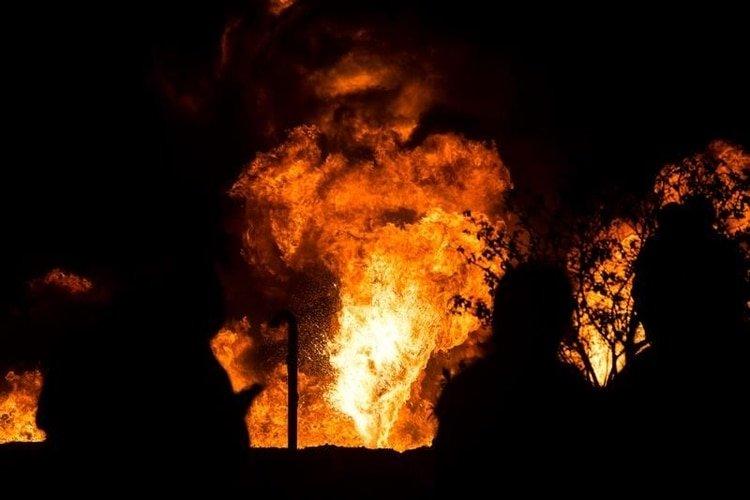 Aumentan a 66 los muertos por la brutal explosión en una toma clandestina de gasolina en México