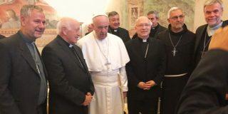 Francisco se reunió durante tres horas con la cúpula de la Iglesia chilena
