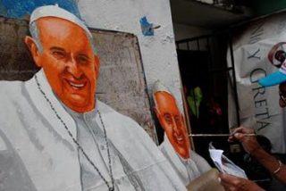 Cristóbal Rodríguez, el abuelo panameño que pinta figuras gigantes del papa y camisetas con su cara