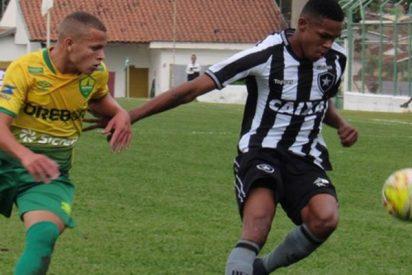 Un joven futbolista no tolera que le humillen con un caño y reacciona de la forma más violenta
