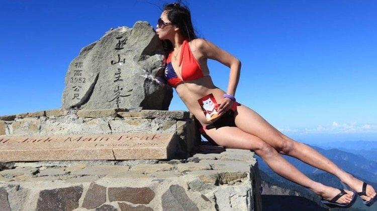 Una mujer, famosa por escalar montañas semidesnuda, muere congelada