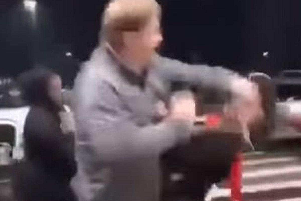 VÍDEO: El indignante instante que un robusto hombre da un puñetazo a una niña afroamericana de 11 años