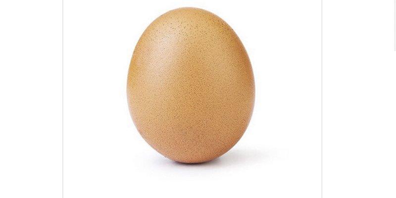 El huevo más popular de la historiade Instagram se agrieta