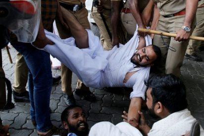 Locura en India: Violentas protestas, un muerto y huelga general por la entrada de dos mujeres a un templo