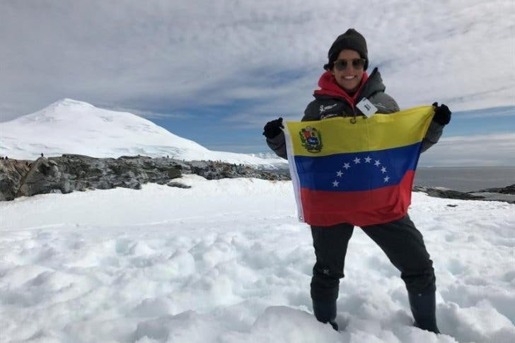 Una científica venezolana viaja embarazada a la Antártida