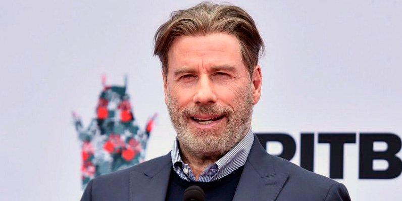 John Travolta 'pierde' todo el pelo en su felicitación de año nuevo