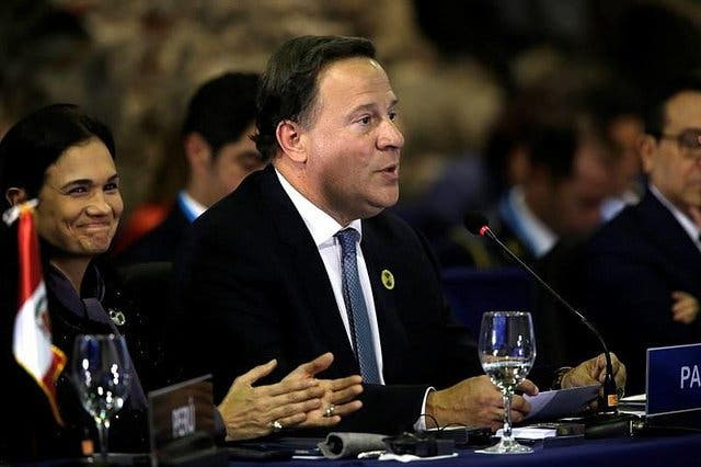 El Presidente de Panamá pide calma tras un apagón previo a la visita del Papa