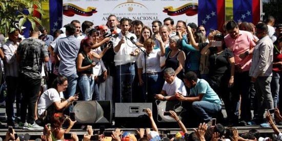 Empieza el 'Dia D' de la política venezolana: la oposición sale a la calle masivamente contra la dictadura de Maduro