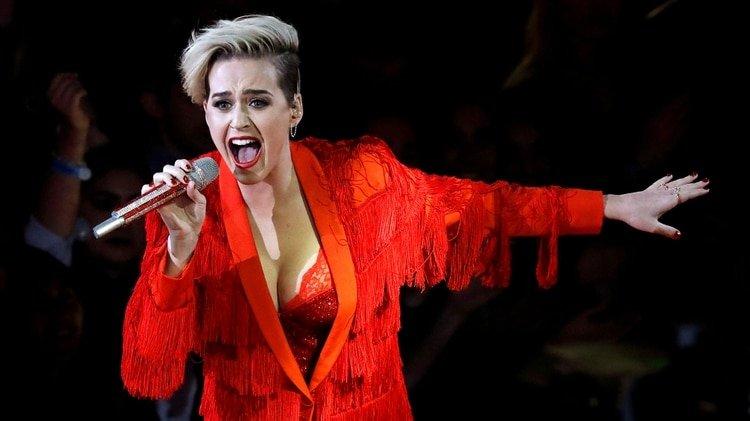 """El día que Katy Perry """"tuvo sexo"""" con un árbol imaginando que era Tom Cruise"""