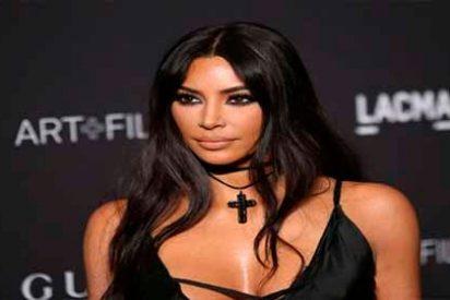 "Kim Kardashian anda suelta y sin sujetador ""¡Dios, nada la detiene!"" Shakira, J-Lo, despídanse"