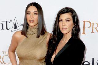 El vertiginoso escote de Kourtney Kardashian al estilo Shakira