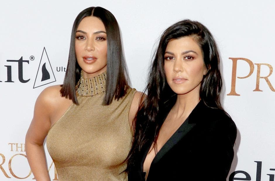 Kim Kardashian presume del espectacular regalo que recibió de Kourtney