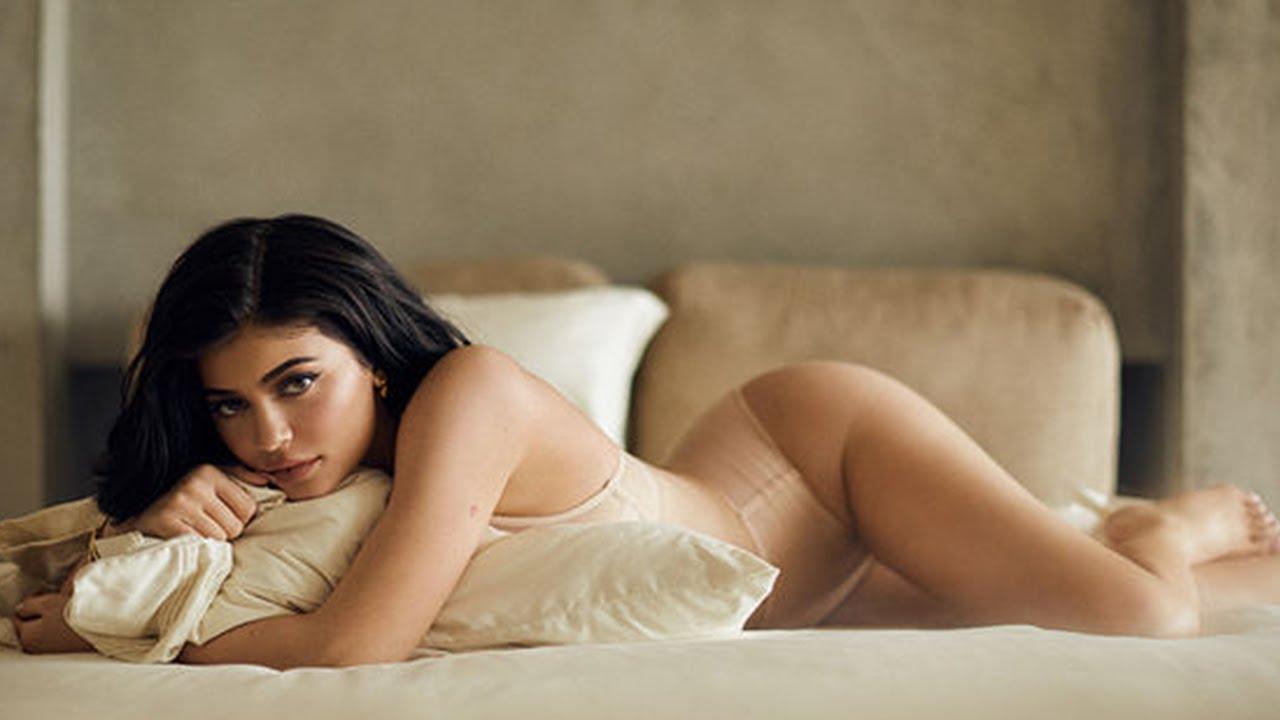 Kylie Jenner posa osadamente en diminuto bikini
