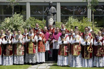Francisco suprime la Comisión 'Ecclesia Dei', encargada del diálogo con los lefebvrianos