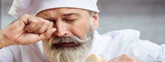 El viejo e infalible truco para cortar cebollas sin llorar