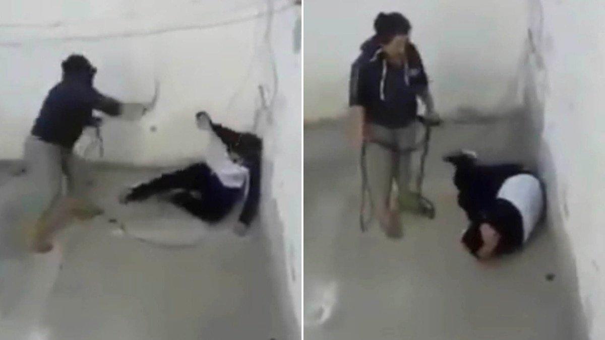 México: El momento en el que una madre golpea con un cable a su hijo