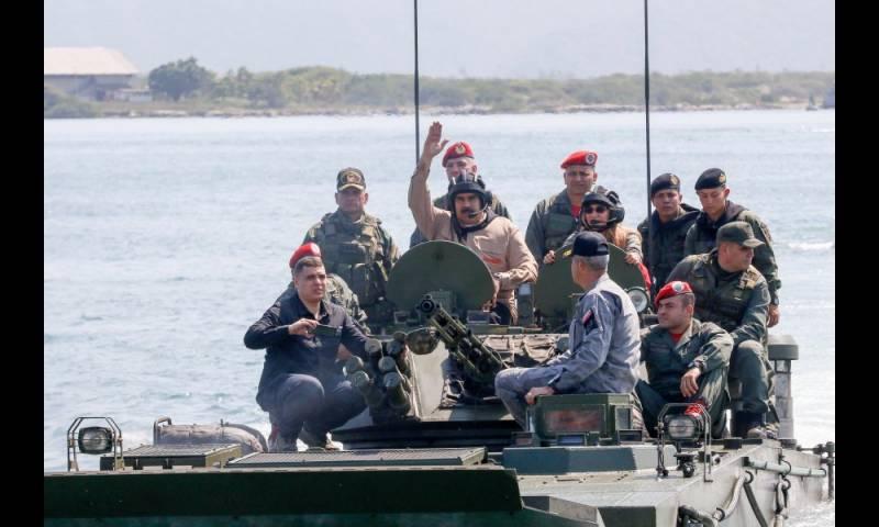 Vídeo: La dictadura chavista se desmorona, mientras que Maduro juega al 'soldadito de plomo'