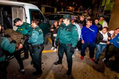 La Guardia Civil pilla 'in fraganti' a 4 facinerosos abusando sexualmente de una joven ebria y drogada